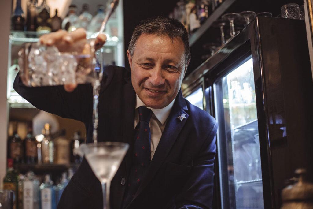 angelo de valeri barman the gin corner rome